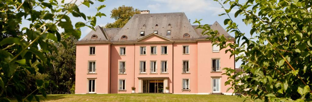 The pink exterior of Villa Barton